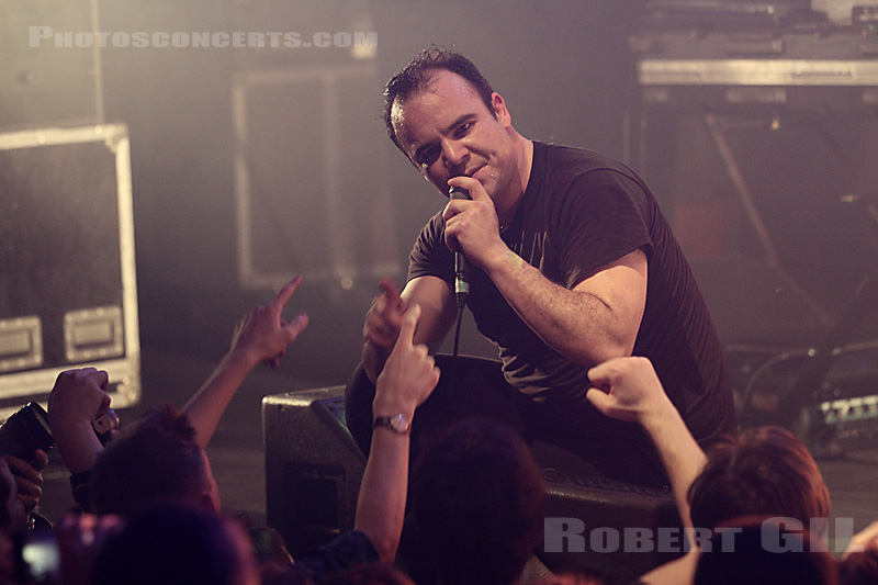 FUTURE ISLANDS par Robert Gil